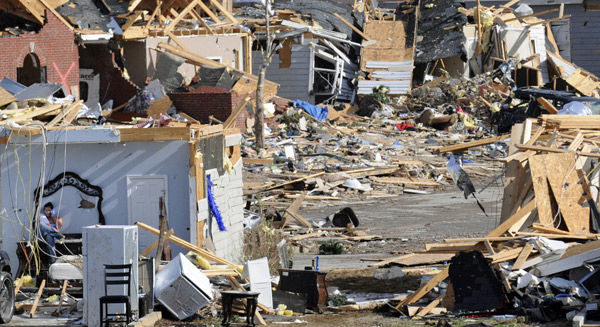 2011 survivors help latest victims of Alabama tornadoes