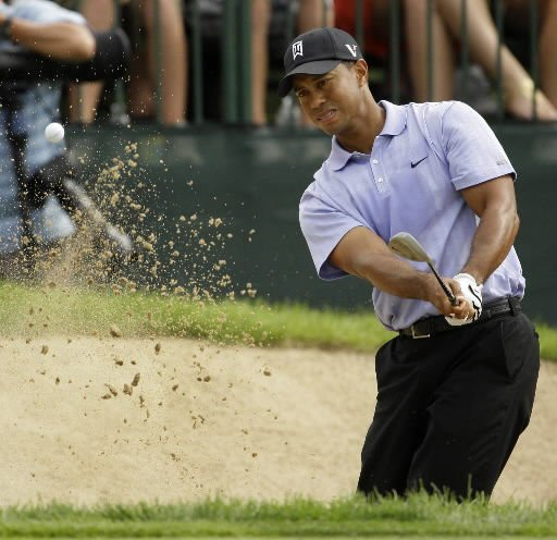 Woods fires an opening-round 67, takes a one-shot lead at Hazeltine