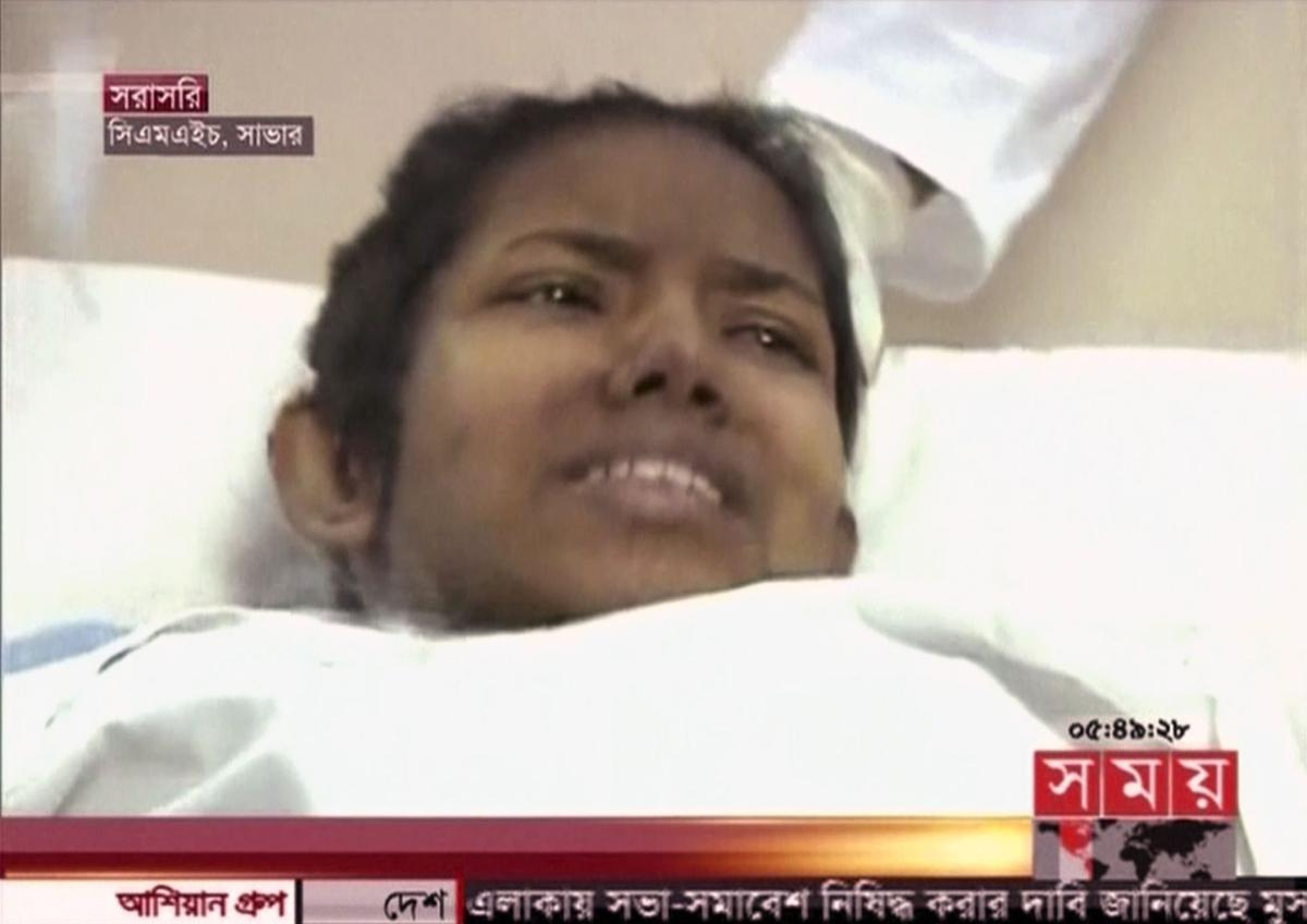 Bangladesh workers recover survivor in rubble after 17 days