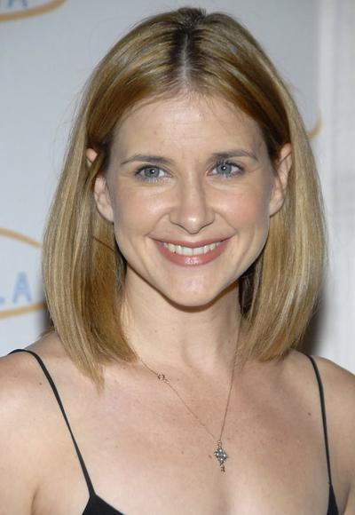 Kellie Martin gives child co-star some pointers