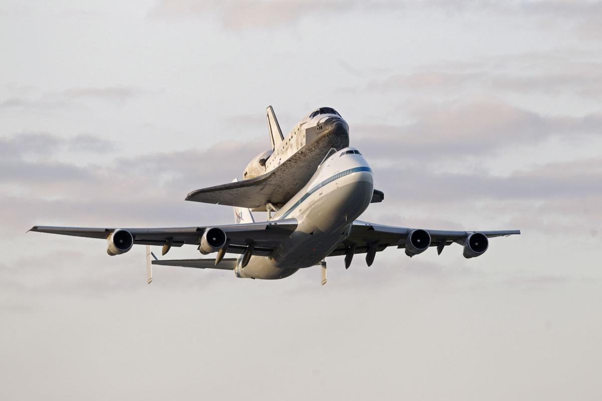 Space shuttle Discovery makes final takeoff