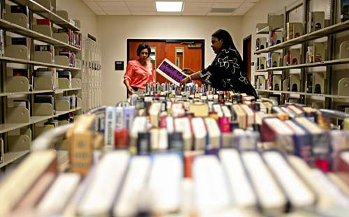 Libraries try to book volunteers