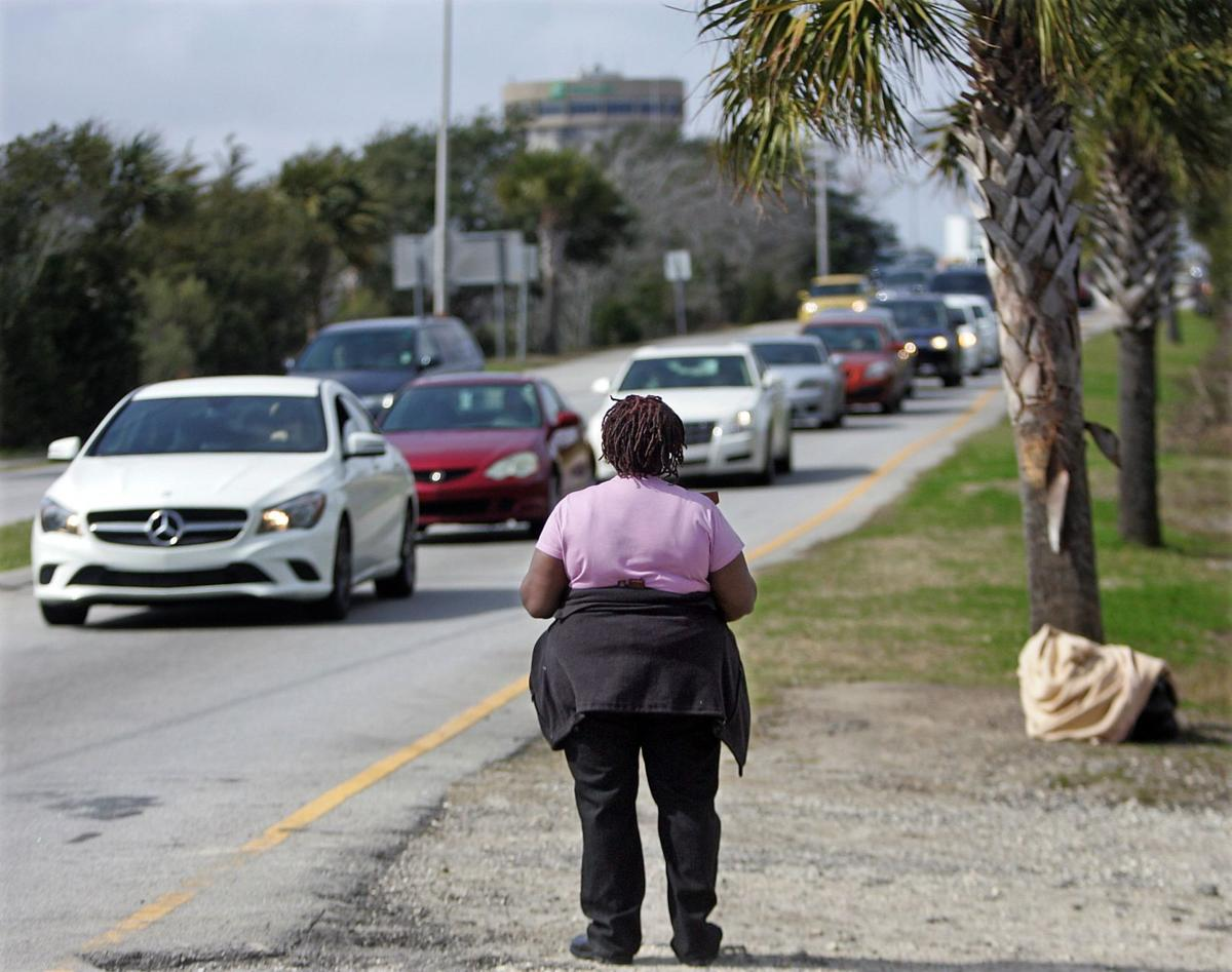 Charleston City Council votes to block panhandlers from roadsides