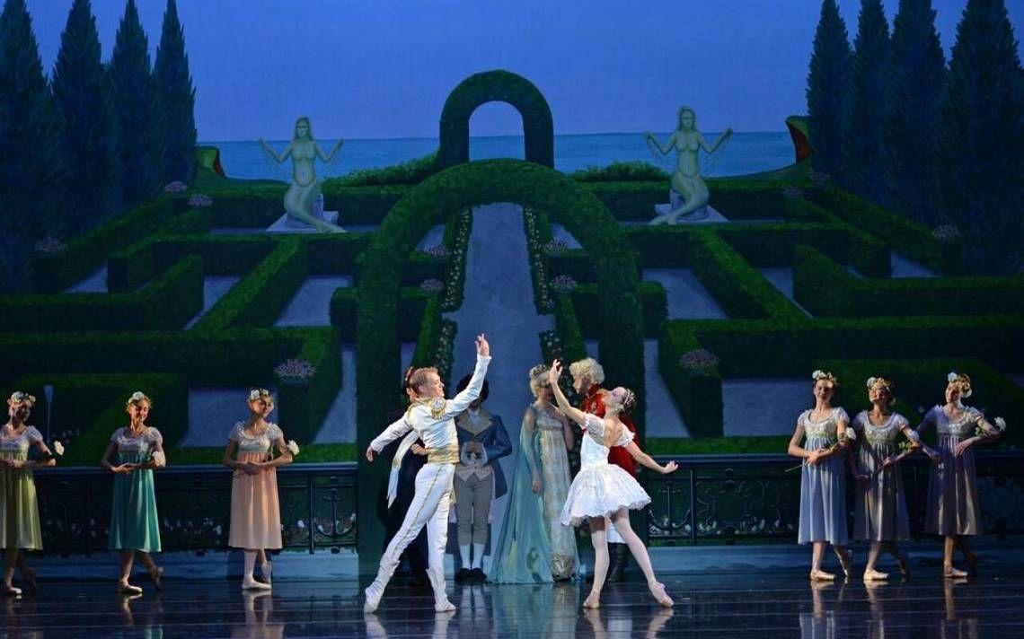 Charlotte Ballet sticks to lighter side of 'Little Mermaid'