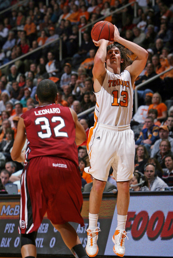 Tennessee holds off USC