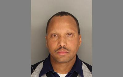 Berkeley County parole agent arrested, accused of accepting
