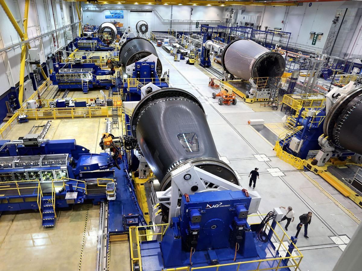 Dreamliner production lifts Boeing's outlook