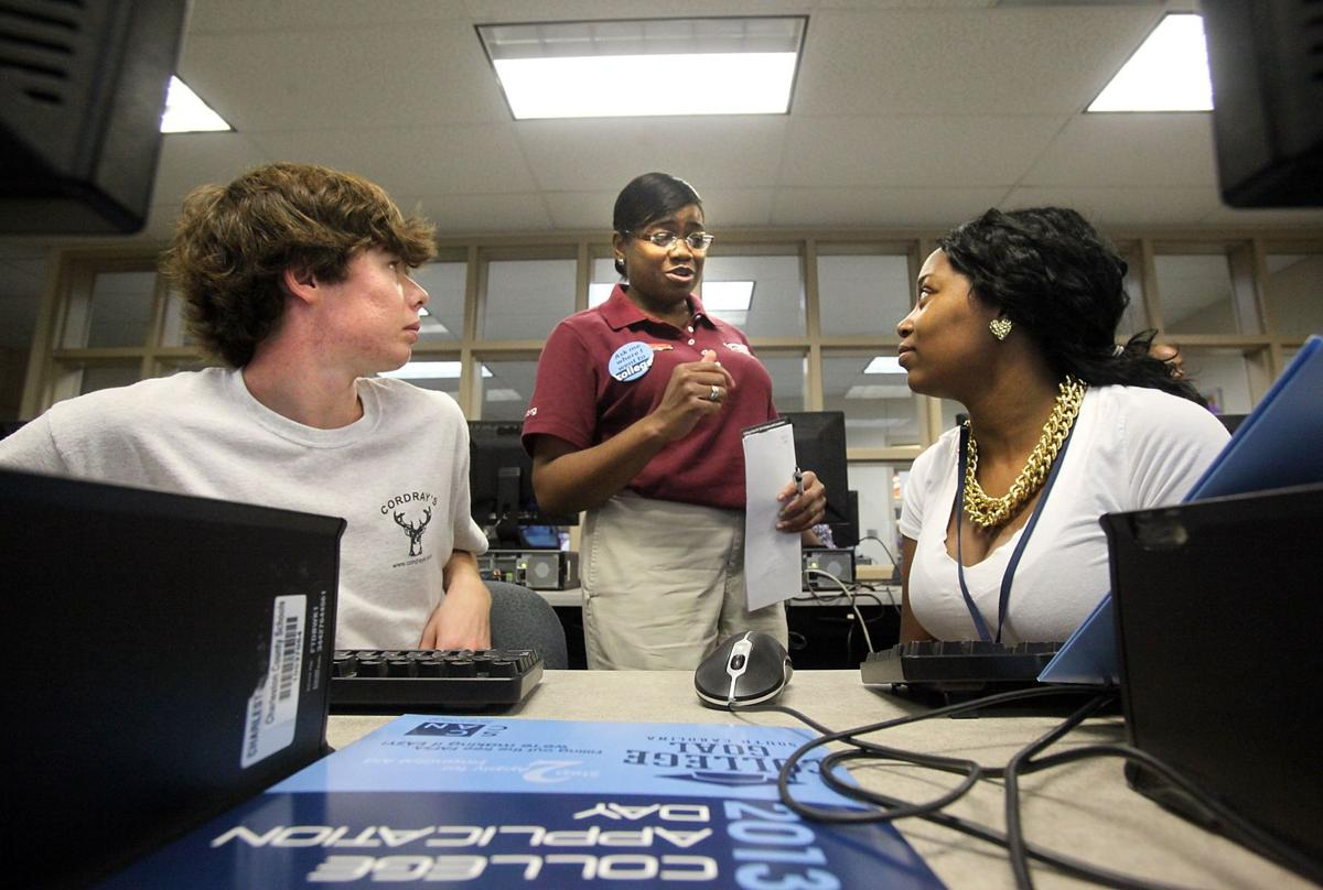 High school seniors get time, support to fill out college applications