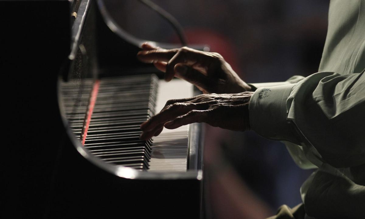 Gray skies threaten start of Jazz Fest in New Orleans
