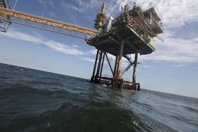 Oil companies retake nearly 400 platforms in gulf