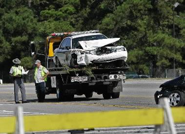 West Ashley wreck stalls traffic