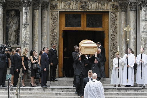 Mourners honor Walter Cronkite