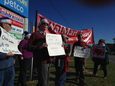'Elves' protest Walmart wages