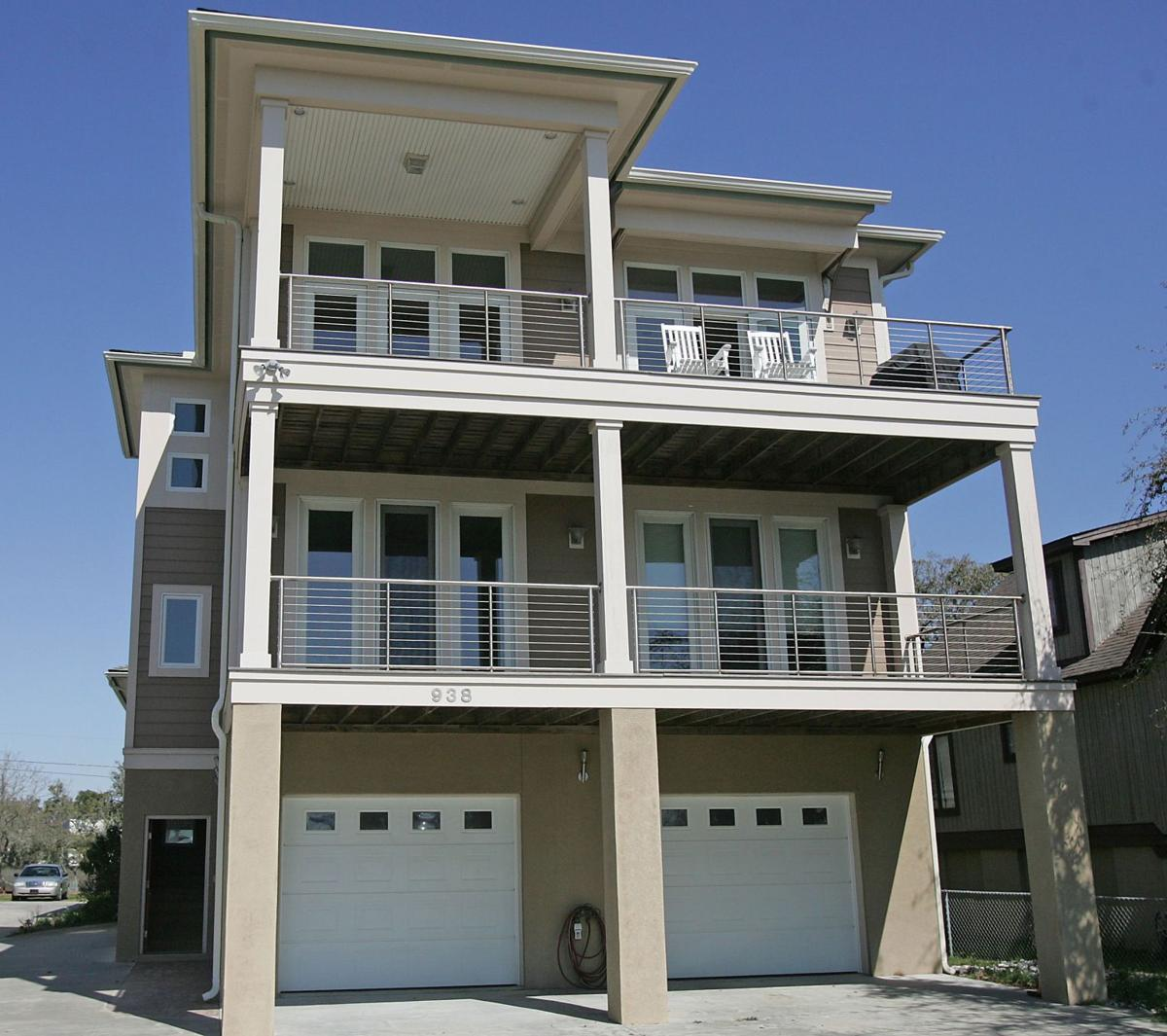 938 W. Oceanview Road — Waterside sights mark main digs, suite on removed James Island property