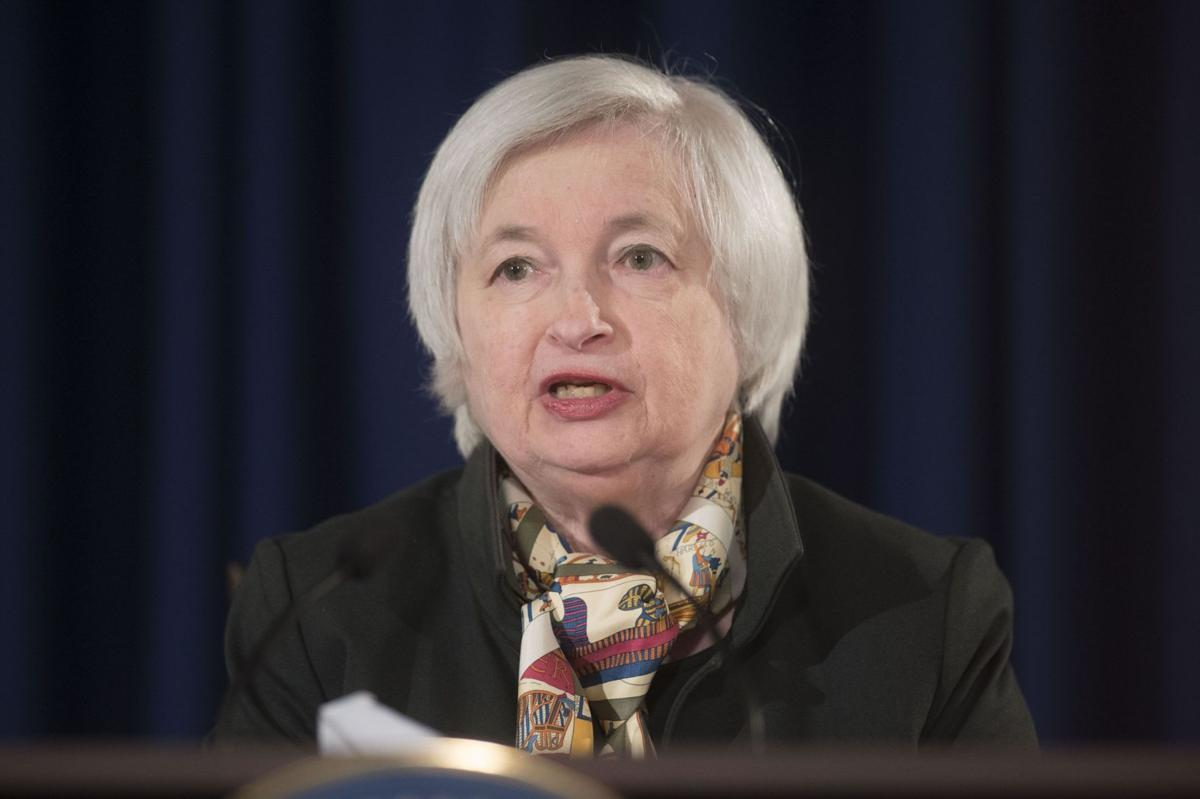 Fed minutes: Officials split widely on rate hike timing
