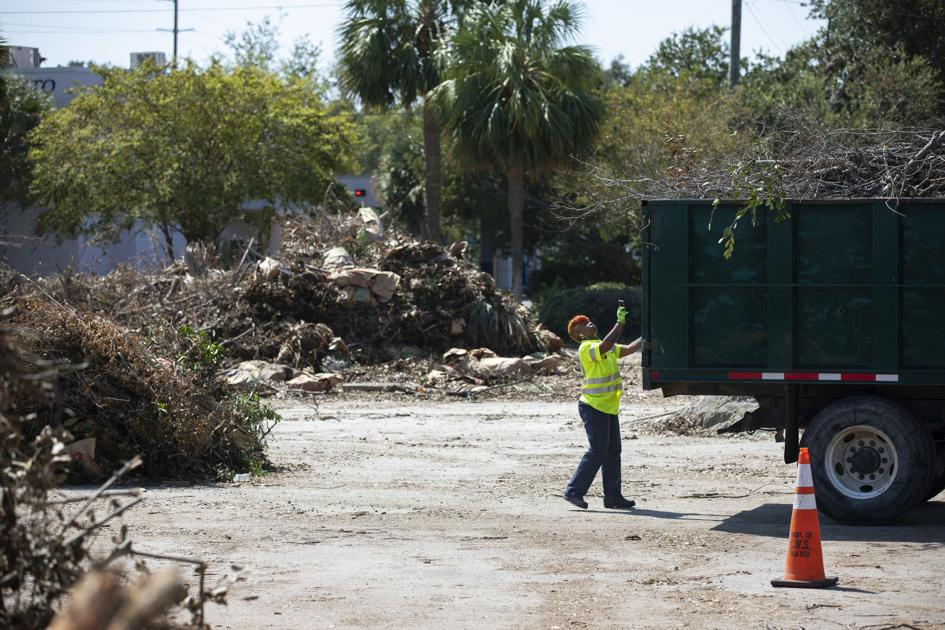 Charleston taps city employees to help cut through debris cleanup red tape