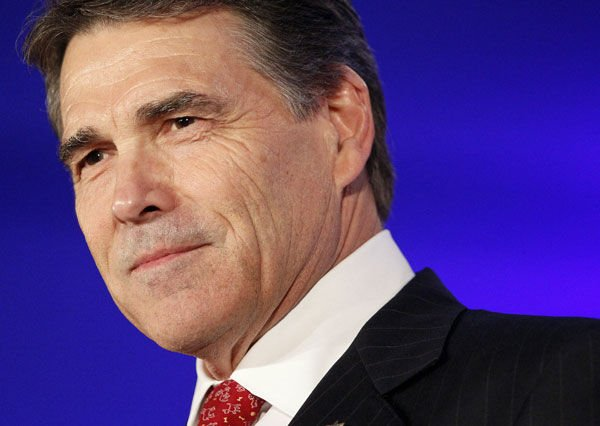 Rick Perry keeps cool amid heckling