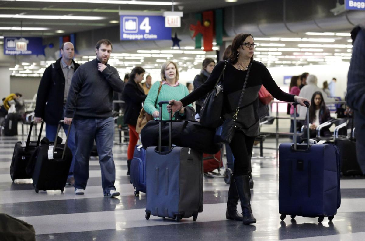Fees boost airlines' incomes