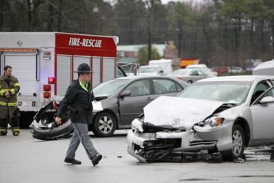 Police officer injured in wreck