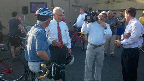 Mayor Riley crosses Ashley River on two wheels; leads 100 in Bike to Work