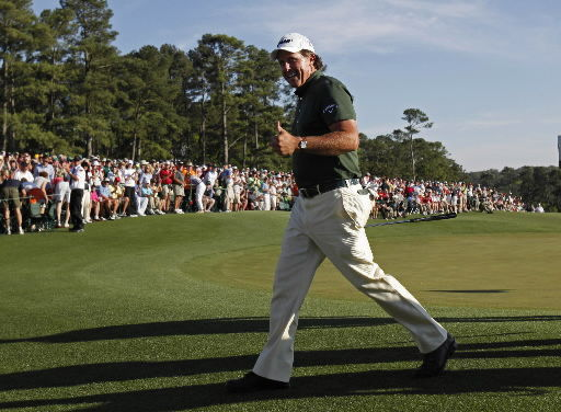Mickelson soars with pair of eagles