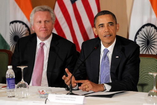 Obama seeks to highlight economic successes
