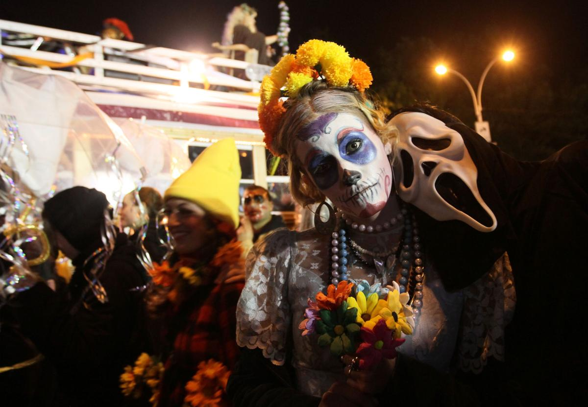 Halloween attractions abound Cities offer spooky thrills, fun for all ages, from pumpkins to zombies