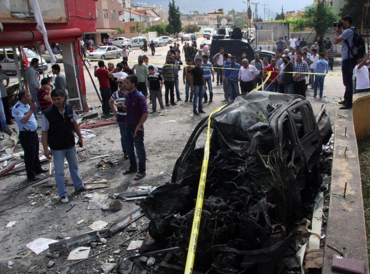 AReport: 40 dead in Turkey car bombings near Syria