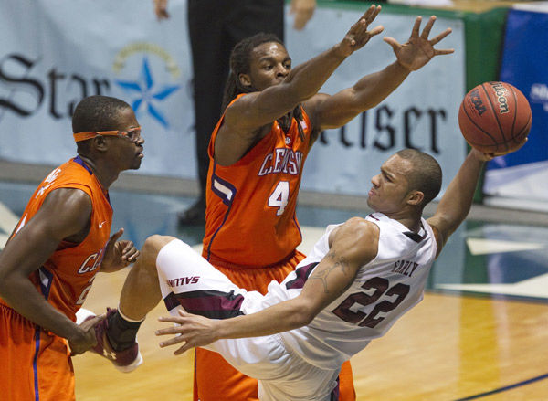 Smith sparks Tigers past Salukis