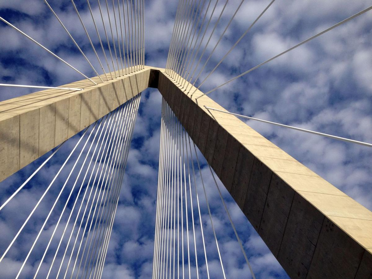 DOT warning of strong winds on bridges