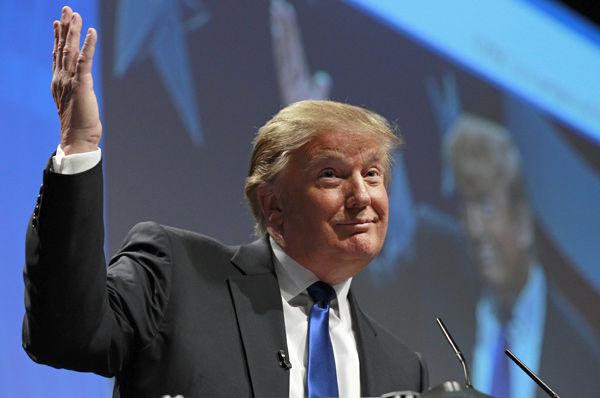 Trump dazzles at conservative gathering
