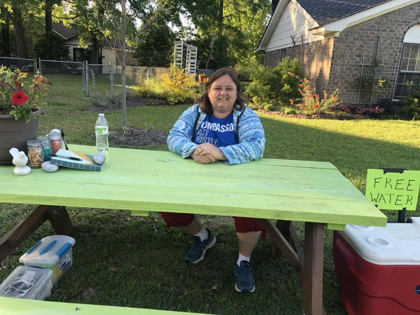 Charleston women put turquoise table in their front yard to join movement, find community