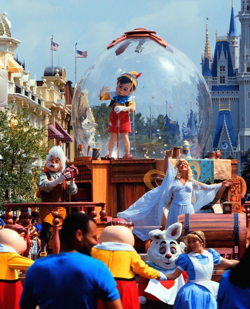 Disney World's confidentiality warning riles actors' union