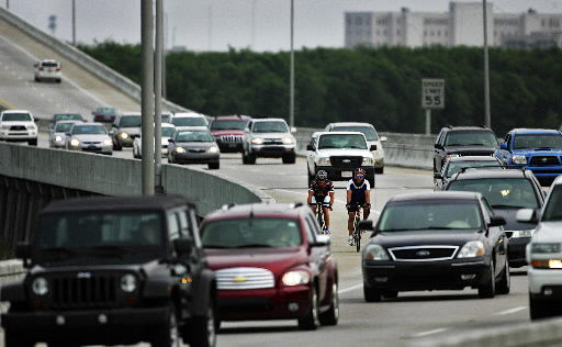 Death of beloved anesthesiologist refocuses debate on cycling-safety issues