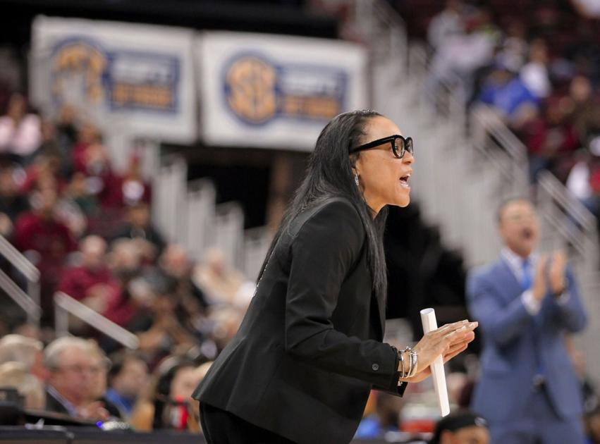 Gamecocks' Dawn Staley has nation's top freshman class, but also has problems