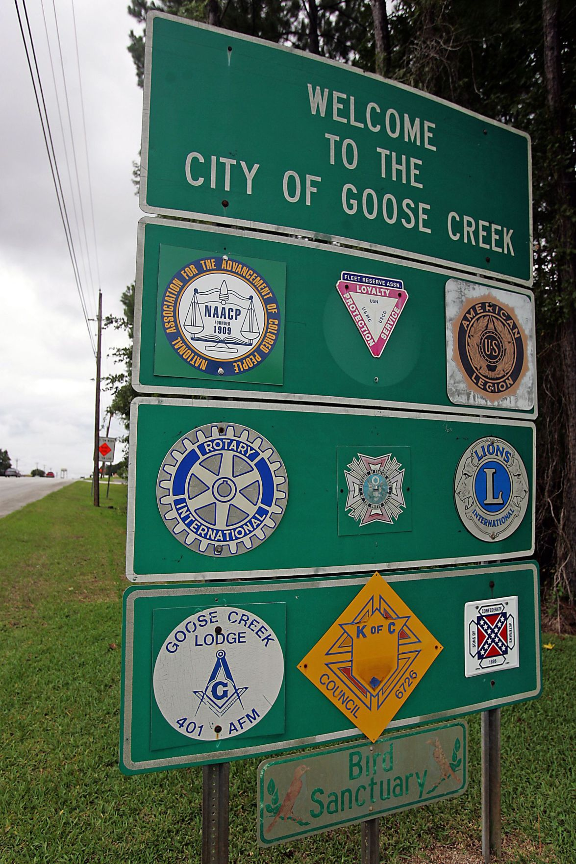 There's room on Goose Creek's sign for all Confederate Sons: 'More the merrier'