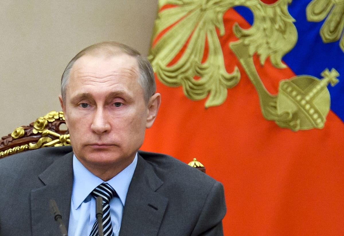 How does email leak help Putin? How does email leak help Putin?