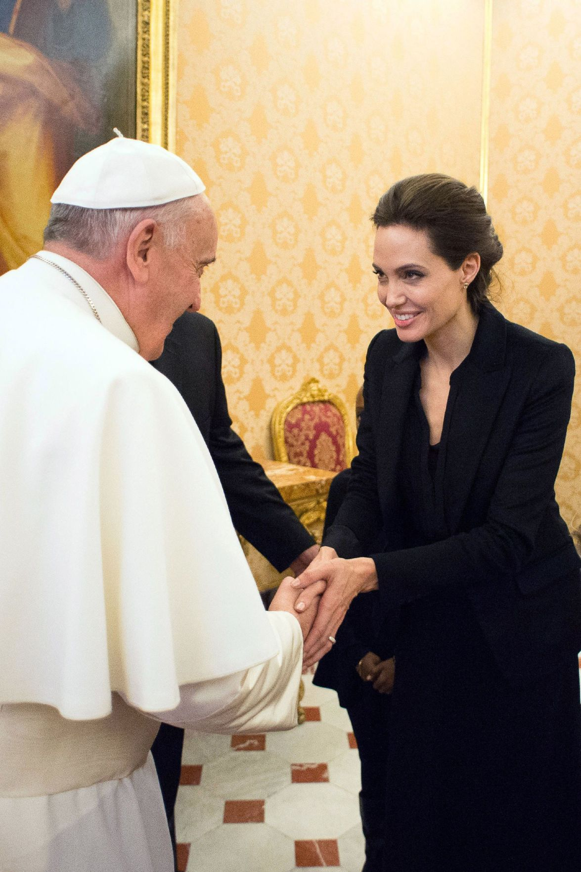 Jolie screens 'Unbroken' in Vatican, meets pope