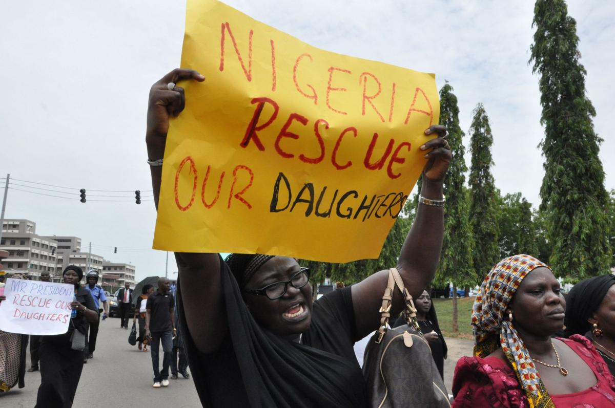 1105< AP-AF-Nigeria-Kidnapped-Girls,619<\n>Nigerian leader: New order to free abducted girls