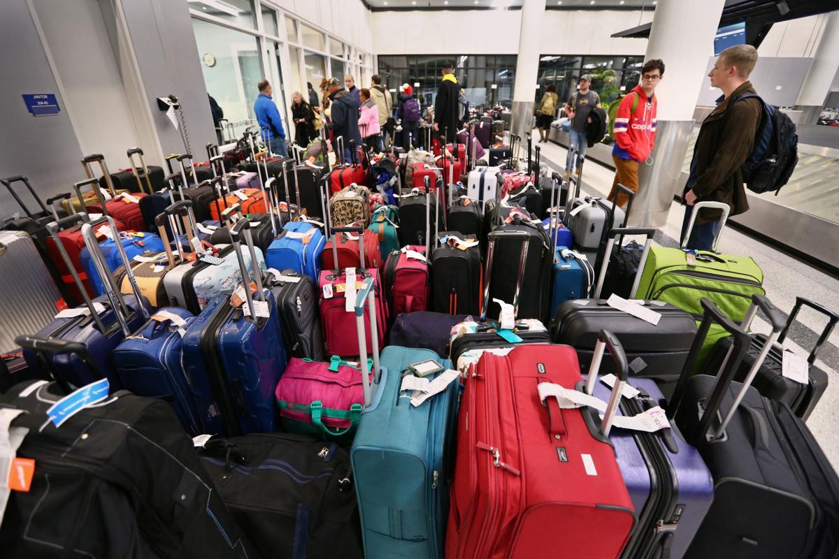lede airport open sunday.jpg