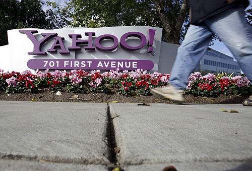 Yahoo plans to trim many online services