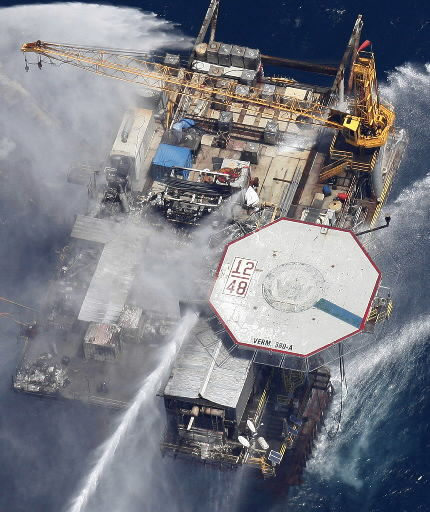 Oil sheen spreading from Gulf platform explosion