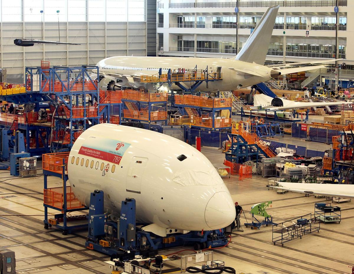 Boeing reports record revenue, earnings but 2014 forecast disappoints