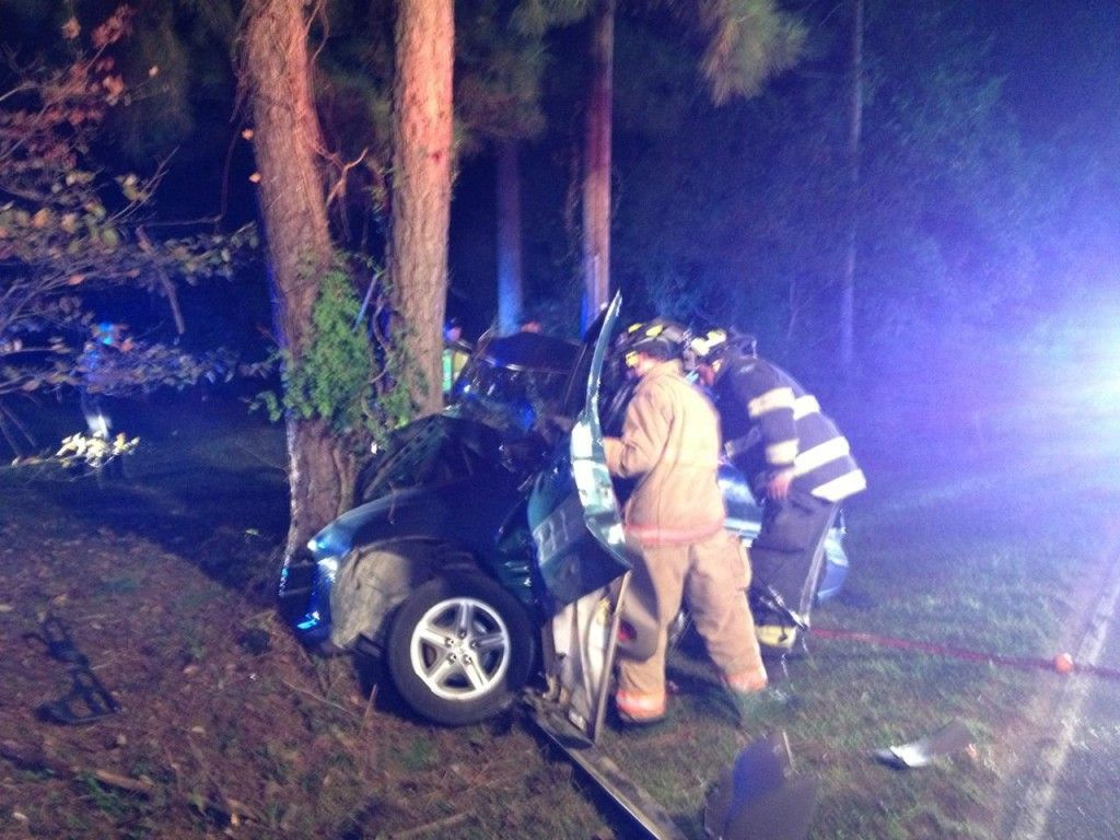 2 die after car flees police checkpoint, crashes near Summerville