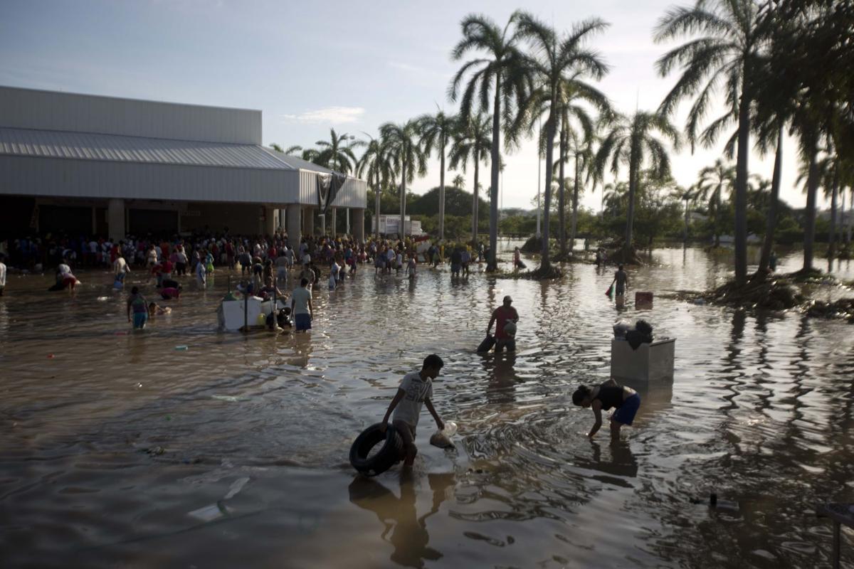 Mexico floods kill 80, thousands stranded