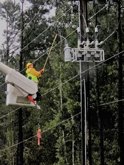 Crews working to restore power, following strong winds (copy)