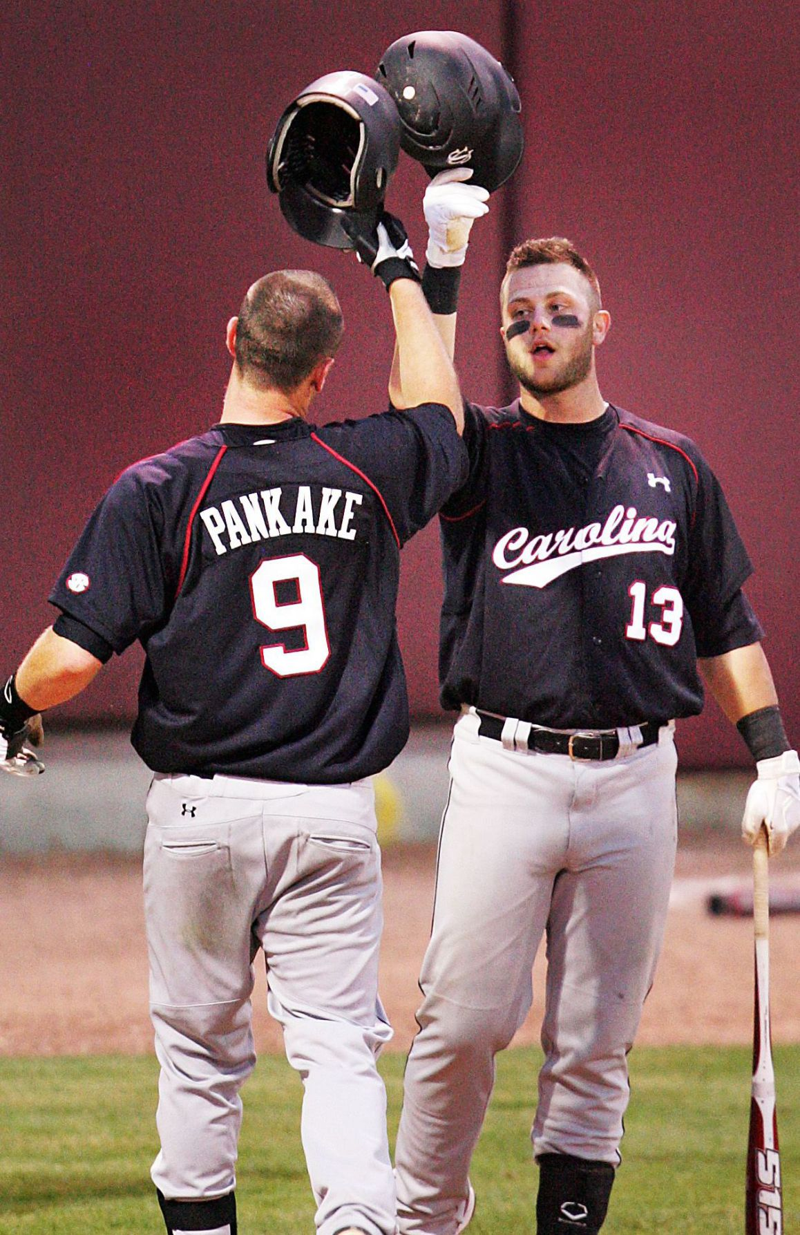 Gamecocks breeze past punchless Cougars