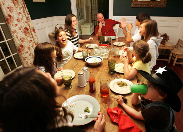 Secrets to happy family: Parents, kids find contentment in good, bad times
