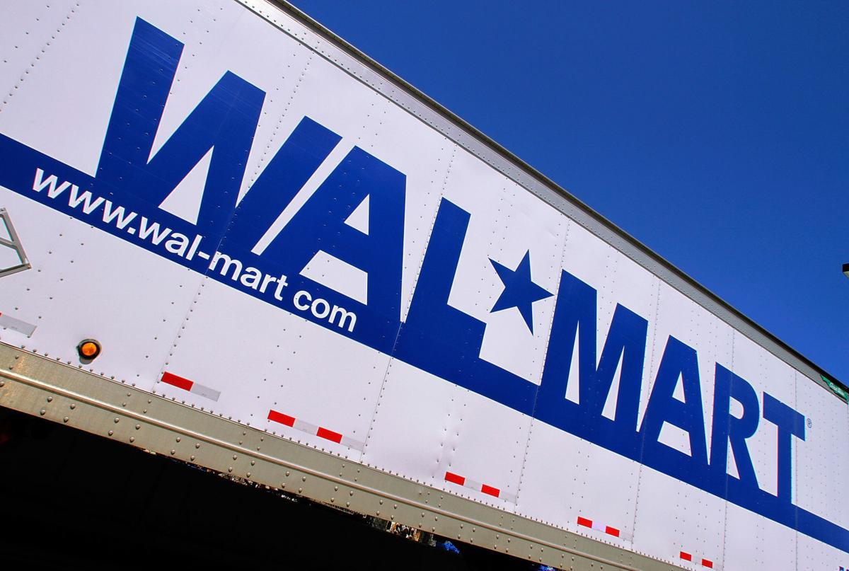 Wal-Mart lowers fee for holiday layaway program