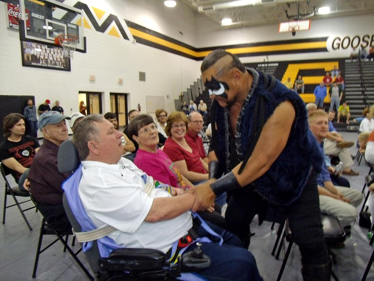 MOONEYHAM COLUMN: Wrestlers, fans turn out for good cause